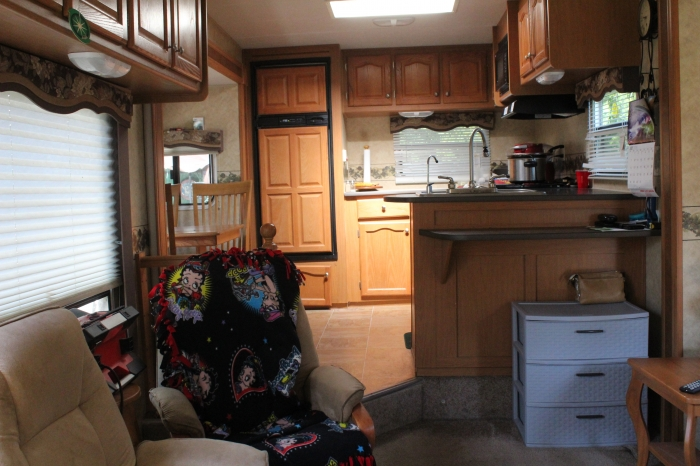 Denali 31ft 2008 5th Wheel  View of Kitchen up a level