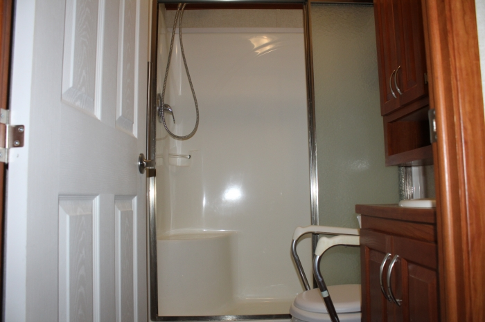 General Coach Huron Ridge Fully Accessible Bathroom