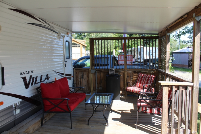 Salem Villa Deck With Privacy Shutters