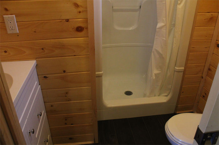 Large Cottager Rental Unit - Bathroom