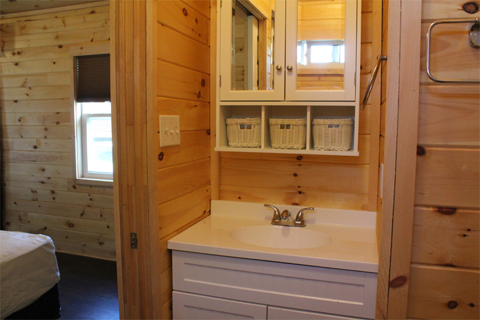 Large Cottager Rental Unit - Vanity