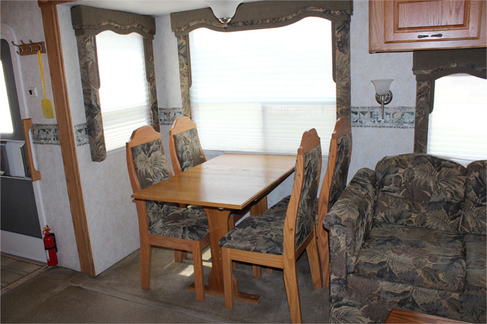 Trailer Rental Unit - Dinette